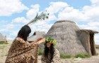 七夕水洞沟穿越三万年  多对情侣上演豹纹兽皮婚纱秀