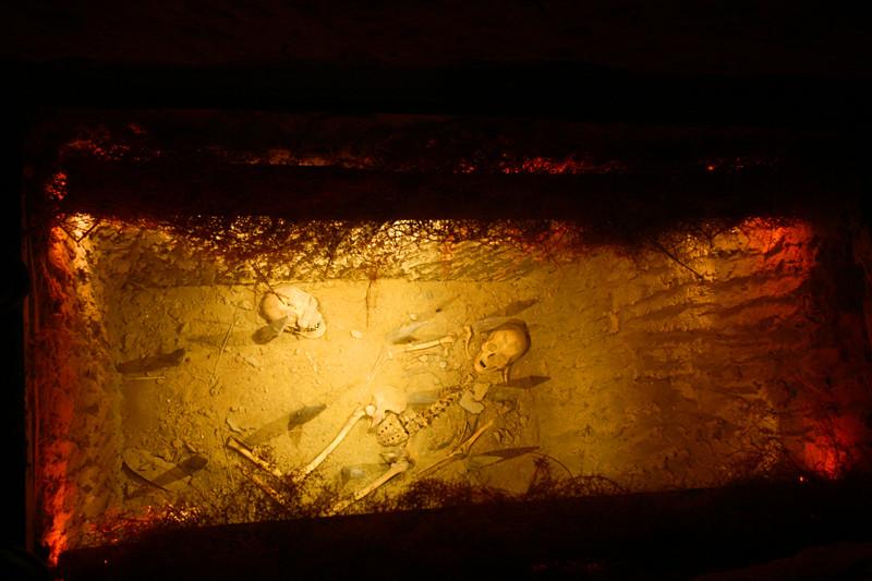 宁夏旅游藏兵洞入侵者的遗骸