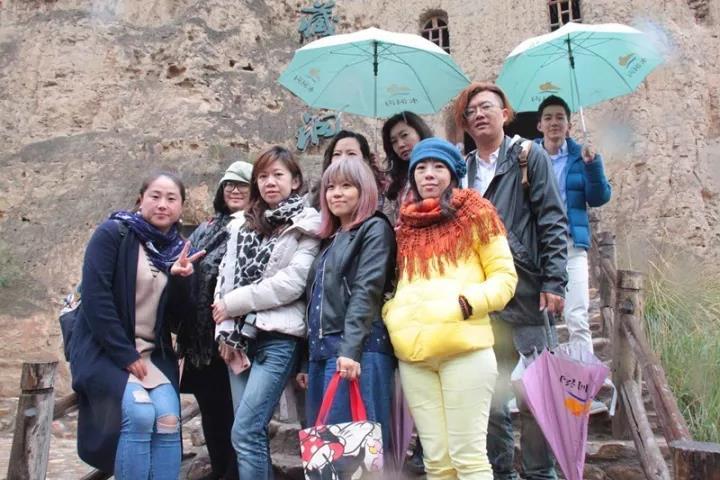 台湾旅游达人来宁夏水洞沟藏兵洞旅游