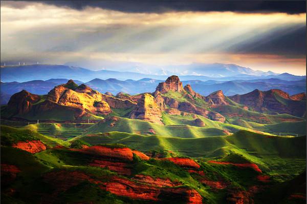 大家对宁夏的知名景点都有所了解,那么,今天的宁夏旅游攻略就盘点一下银川地区的那些景点:沙湖、镇北堡、水洞沟、西夏陵、贺兰山,中卫地区的沙坡头、高庙、通湖草原,固原地区的六盘山、火石寨,这些都是来宁旅游必去的景点,也是宁夏在外知名度相对较高的旅游景区,那么还有一些或许您不太熟悉,却也相当有特色值得一游的地方!今天我们就为广大游客,推荐一下这些宁夏景点!让我们一起看看宁夏有哪些旅游景点您未必去过,却也是很好玩的吧!